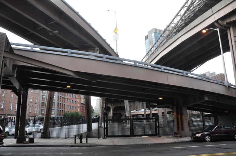 Space under the Brooklyn Bridge