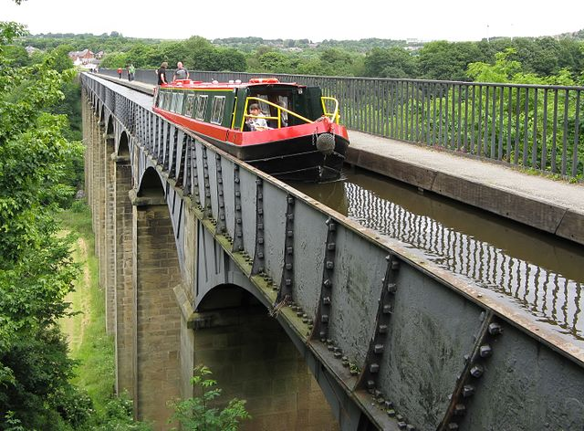 Canal boat passes over the Pontcysyllte Aqueduct